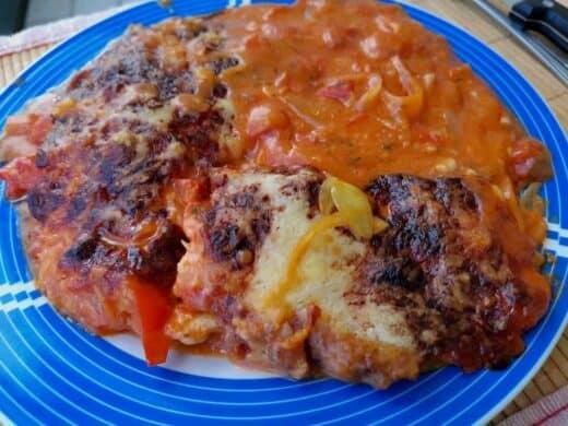 Hächnchen-Paprika-Zwiebel-Knoblauch-Käse-Tomate-Sahne-Schnitzel