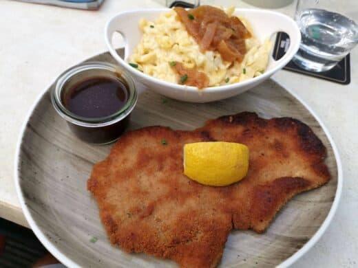 Schnitzel mit Kässpätzle im Schlachthof Stuttgart beim #SchnitzelS