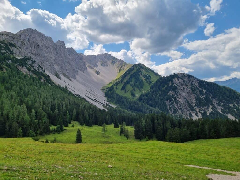 Blick in die umliegenden Berge von der Bergstation der Marienbergbahn Biberwier