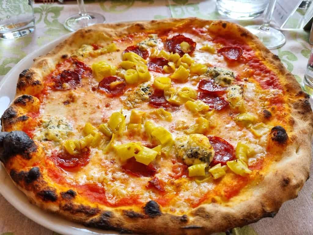 Pizza in der Pizzeria Al Castagno
