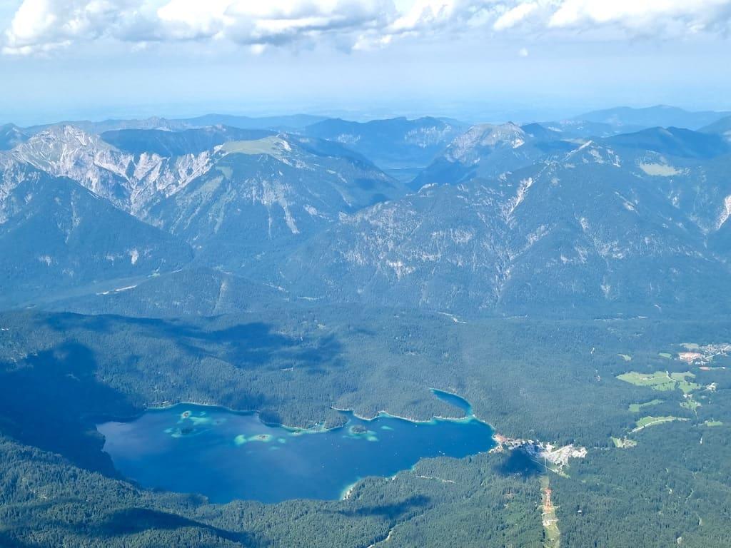 Blick auf den Eibsee von der Zugspitze
