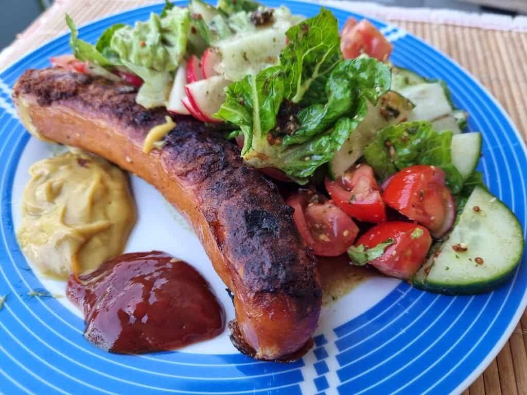 Käskrainer aus dem Lidl mit Salat