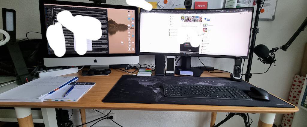 Schreibtisch mit iMac und 34 Zoll Monitor