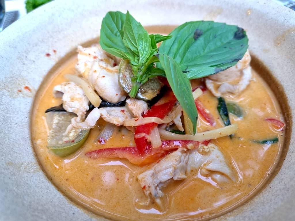 Gäng Däng Gai (Hühnchen in roten Curry) im Kwan Kao